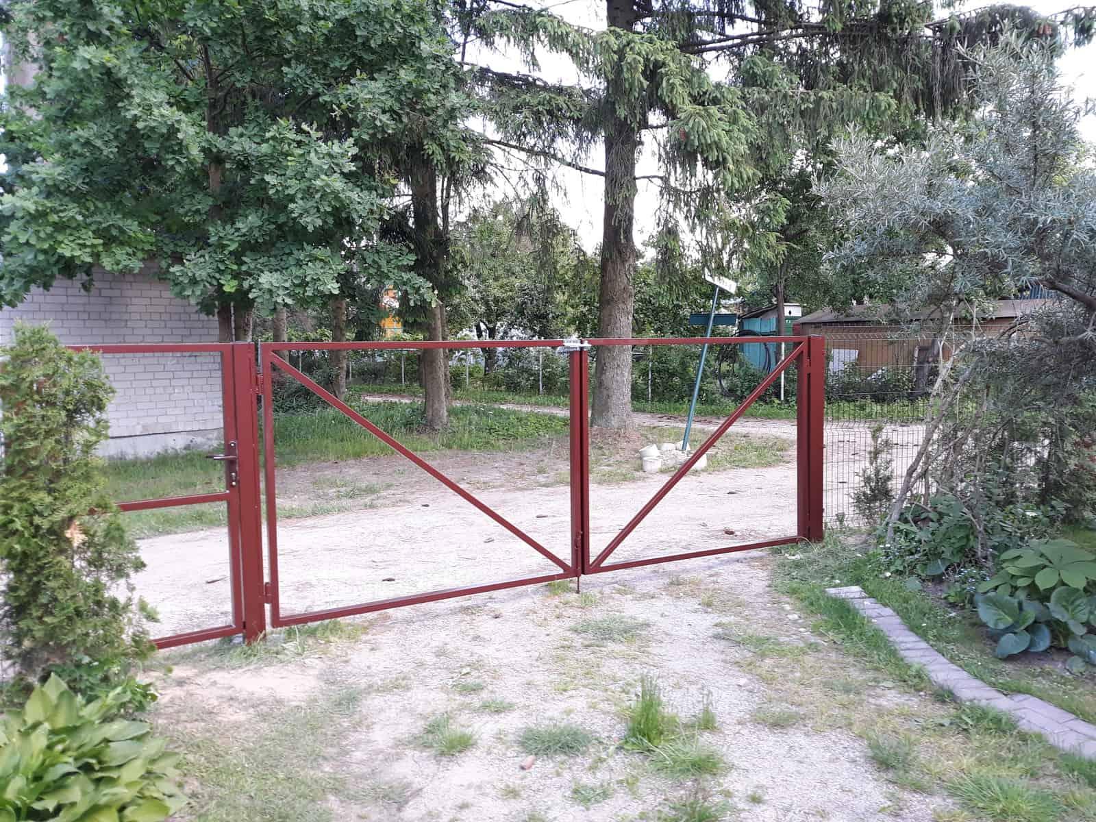 Atveriami,metaliniai kiemo vartai